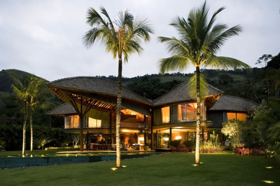 unusual-tropical-house-design-4-554x369