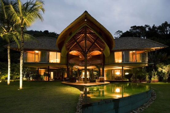 unusual-tropical-house-design-5-554x369